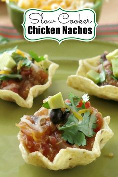 Slow Cooker Chicken Nachos with black beans, tomatoes, mushrooms and quinoa are an easy family dinner and perfect for entertaining too! #slowcookerrecipes #slowcooker #crockpotrecipes #crockpot #nachos #chickenrecipes #chickendinner #fajitas #easydinner #dinnerrecipes