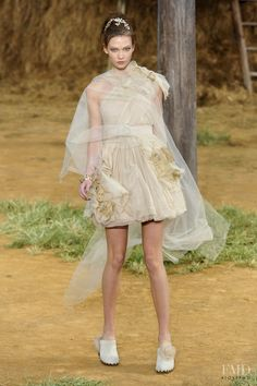 Photo feat. Karlie Kloss - Chanel - Spring/Summer 2010 Ready-to-Wear - paris - Fashion Show | Brands | The FMD #lovefmd