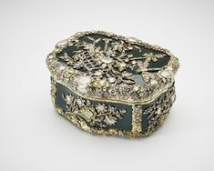 Table snuff box,1770-75. Queen Mary (Acquired 1867-1953). Bloodstone, vari-coloured gold, foiled diamonds. Made for Frederick II of Prussia; probably inherited by Frederick William III of Prussia and given to his daughter, Tsarina Alexandra Feodorovna; thence by descent to Tsar Nicholas II; seized by the Soviet authorities 1917.