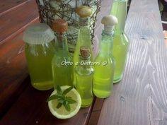 Ingredienti: 30 noccioli di nespole 1 limone qualche rametto di menta un pezzetto di zenzero fresco 500 ml di alcool per liquori ...