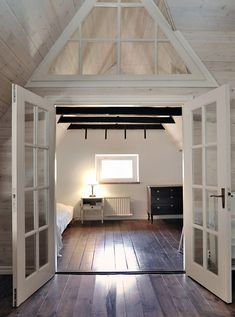 Love the dark floors and the white door, would be great for the master room