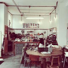 Bar Wolkers Haarlem. Vintage huiskamer aan het Spaarne. Berlin meets Haarlem. Coole hotspot voor ontbijt, koffie en lunch. #haarlem #hotspots #barwolkers http://www.mytravelboektje.com/bar-wolkers/