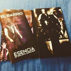 Y con un poquito de retraso.. Por fin lo tengo en mis manos!! @el_barrio_cantautor @elbarrioletras #italiasuenaelbarrio #elbarrio #esencia #teatroreal #madrid #concierto #regalo #sanvalentin #valentineday #amor #retraso #ritardo #cuore #barriera #orgullobarriero  by valecherry_db