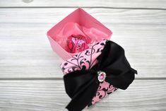 Rózsaszín, indamintás dobozka - Tökéletes esküvői meghívók Ribbon, Band, Accessories, Tape, Sash, Ribbon Hair Bows, Bows, Bands, Bow