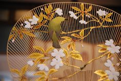 Kyoto Uchiwa Fans: Intricate Bamboo Frames with Traditional Japanese Decoration Japanese Bamboo, Japanese Flowers, Japanese Paper, Chinese Culture, Japanese Culture, Chinese Fans, Antique Fans, Japanese Decoration, Bamboo Decoration