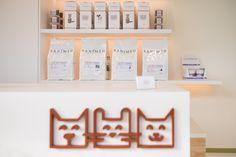 Nieuw logo voor Dierenarts Polaster op balie in de wachtzaal , ontworpen door kpot. #dierenarts #logo #kpot #sanimed
