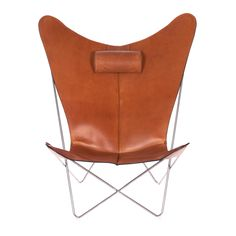 The butterfly chair versus boutique danoise is made in very thick saddle leather and produced in Denmark. Chair Design, Furniture Design, Danish Design Store, Saddle Leather, Butterfly Chair, Art Object, Ox, Home Furnishings, Chairs