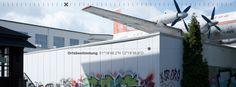 53/15 wo kommt denn das Flugzeug her?  Neues Bild von Ortsbestimmung https://readymag.com/freiland/ortsbestimmung/4/  Foto: Schreyer David Bildkunst Text: Julia Warner and Bellycapelli Scharl Plattform: Readymag — hier: Leipzig.