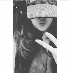 Stylo girl black n white Dp for Fb whatsapp - Wallpaper DP Portrait Photography Poses, Fashion Photography Poses, Girl Photography Poses, Best Photo Poses, Girl Photo Poses, Beautiful Girl Photo, Cute Girl Photo, Selfie Poses, Poses For Pictures