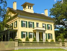 Emily Dickinson House & Museum in Berkshires, MA Emily Dickinson, Amherst Massachusetts, Writers And Poets, American Poets, Space Crafts, Travel List, Historic Homes, Home Deco, Homesteading