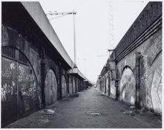 Amsterdam, De ruimte tussen de sporen, nu Tussen de Bogen, (langs de Haarlemmer Houttuinen) rond 1990.