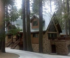 Beautiful+Home+inside+the+Parks+Gates!++++Vacation Rental in California from Yosemite National Park, National Parks, Yosemite Lodging, Bedroom Loft, Lodges, Ideal Home, Beautiful Homes, House Styles, Places