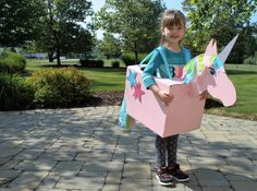DIY Unicorn costume made from recycled moving boxes! Unicorn Halloween Costume, Cute Halloween Costumes, Halloween Kids, Cardboard Costume, Cardboard Car, Cardboard Crafts, Recycled Costumes, Mardi Gras Float, Horse Costumes