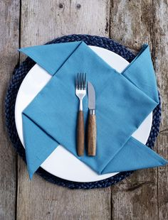 De #windmolen #servet #vouwen #napkinfolding #DINER #napkinfoldingideas Diy Tafel, Tablescapes, Dutch, Diys, Napkins, Tableware, Crafts, Dinnerware, Manualidades