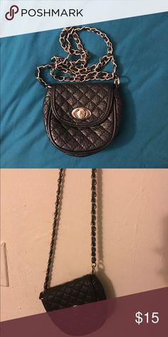 Forever 21 mini cross body bag Black with gold chains bag Forever 21 Bags Crossbody Bags