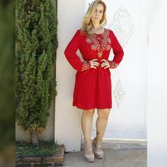 Amando este vestido maravilhoso, no tecido  de crepe com bordado. Coleção Outono /Inverno 2016 Santóllo Modas.  @lucasfrazaophotoart
