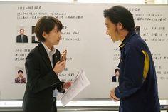 「ON 異常犯罪捜査官・藤堂比奈子」に出演するジャングルポケット斉藤(右)と、波瑠(左)。(c)関西テレビ