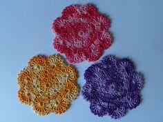 Gehaakte onderzetters in de vorm van een bloem. Crochet Earrings, Knitting, Jewelry, Coasters, Jewlery, Tricot, Jewerly, Breien, Schmuck