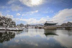 야경보다 더 아름다운 순백의 설경, 경주 동궁과 월지 Seoul Korea, Heritage Site, Cabin, Culture, Mountains, House Styles, World, Travel, Life