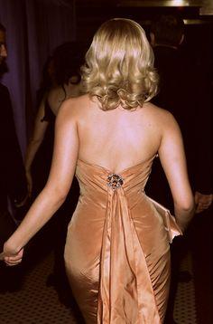 Scarlett Johansson at the Golden Globe Awards 2005.