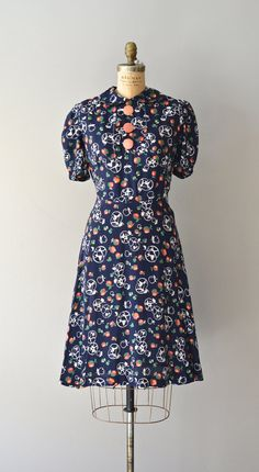Such a charmingly fun, lovely novelty print dress.