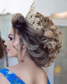 Quince Hairstyles, Formal Hairstyles For Long Hair, Wedding Bun Hairstyles, Pakistani Bridal Hairstyles, Classy Evening Gowns, Braut Make-up, Wild Hair, Marie, Curly Hair Styles
