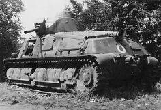 1940, France, Carcasse d'un char français Somua S35