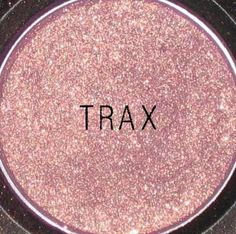 My all time-favorite MAC eyeshadow: Trax. A purply shade with gold flecs.. Perfect for green eyes!