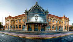 La antigua estación de ferrocarril, finalizada en 1893 y magnífico ejemplo de arquitectura del hierro y del cristal de la escuela de Gustave Eiffel, fue sustituida en 2005 por la actual Estación Intermodal de Almería. Gestionada por Adif y dotada de terminales para autobuses interurbanos y ferrocarril. Fue la primera estación intermodal de su tipo en el país.