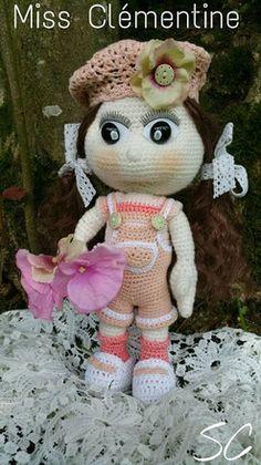 Cette petite poupée appelée Miss Clémentine, à été réalisée par mes soins, au crochet. Elle mesure approximativement 31 cm, possède des yeux de sécurité, ainsi qu'un rem - 18360819