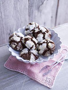 I biscotti morbidi al cioccolato sono un tipica ricetta americana, ideali per una merenda o da inzuppare nel latte caldo a colazione.
