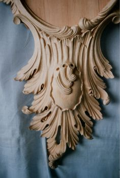 Detail of the mirror base carving - mirror base carving girondelle