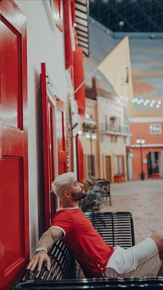 Maluma Haircut, Iphone Wallpaper Planets, Maluma Style, Maluma Pretty Boy, Latin Artists, Latino Men, Celebrity Singers, Singing Career, Perfect Boy