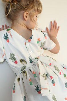 Gratis patroontje - Bobbieshort - Iris May Sewing Patterns For Kids, Sewing For Kids, Baby Sewing, Baby Patterns, Diy For Kids, Little Dresses, Girls Dresses, Sewing Headbands, Sewing Kids Clothes