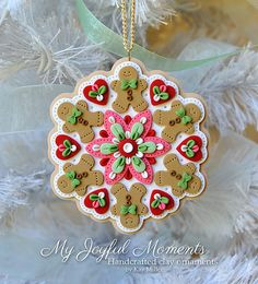 Handcrafted Polymer Clay Gingerbread Ornament par MyJoyfulMoments