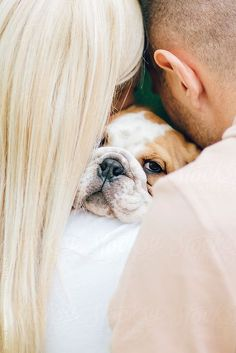 English Bulldog Funny, English Bulldog Puppies, English Bulldogs, Shooting Couple, Photos With Dog, Family Photos, Photo Animaliere, Dogs And Kids, Puppy Pictures
