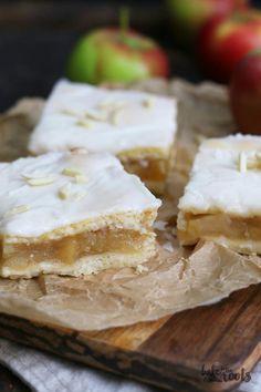 Applesauce Cake – Bake to the roots Apple Cake Recipes, Pumpkin Recipes, Fall Recipes, Apple Cakes, Pastry Blender, Pastry Cake, Fall Desserts, No Bake Cake, Pie Cake