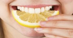 Lemons can be used for whitening teeth, healing bleeding gums, and curing bad breath. Vitamin C in lemons can reduce toothache by fighting oral infections. Teeth Whitening Methods, Natural Teeth Whitening, Whitening Kit, Get Whiter Teeth, Lemon Health Benefits, Baking Soda And Lemon, Gum Health, Oral Health, Minerals