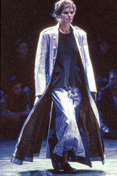Comme des Garçons Fall 1994 Ready-to-Wear collection, runway looks, beauty, models, and reviews.