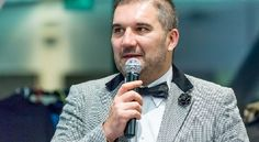 "Mihai Stănescu: ""O dată schimbată gândirea, se schimbă și acțiunea"" | Arad 24 - Știri conectate la realitate Blazer, Jackets, Fashion, Down Jackets, Moda, Fashion Styles, Blazers, Fashion Illustrations, Jacket"