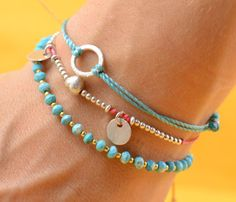 Emmy DE * Love these cute. little bracelets. She makes all different kinds.