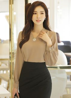 Korean Fashion Trends you can Steal – Designer Fashion Tips Korean Fashion Work, Korean Fashion Trends, Work Fashion, Curvy Fashion, Women's Fashion, Fashion Stores, Korean Style, Fashion Brand, Fashion Women