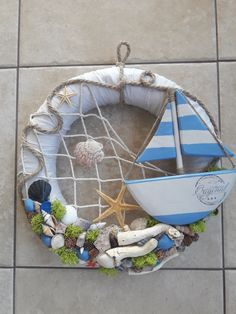 Seashell Projects, Seashell Crafts, Outdoor Christmas Decorations, Christmas Wreaths, Christmas Crafts, Diy Projects To Try, Crafts To Make, Shell Wreath, Sea Crafts