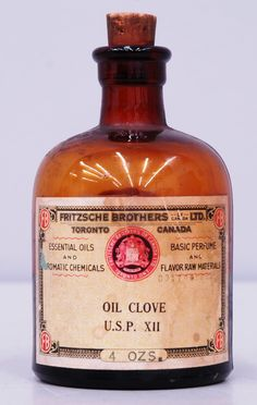 bottle of Clove Oil by Fritzche Brothers ltd in Toronto, Ontario for treating Dental ailments Apothecary Bottles, Antique Bottles, Vintage Bottles, Bottles And Jars, Vintage Ads, Old Medicine Bottles, Clove Oil, Vintage Medical, Vintage Packaging