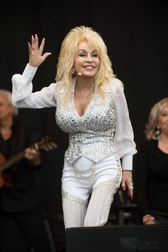 Dolly Parton. | 32 Reasons To Worship Dolly Parton