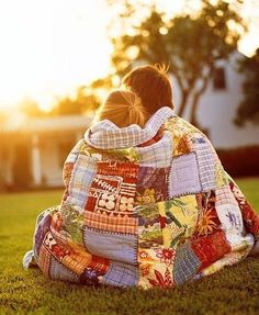 oh my gawhd. this is so something i wanna do. get up early enough to watch the sunrise and cuddle under a big blanket on the grass :') my goodness that sounds so lovely...