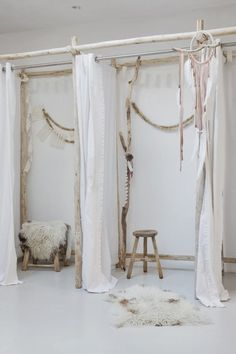 Beautiful Changing Room Design Ideas for Adding Unavailable Rooms in Your Home Boutique Interior, Design Boutique, Boutique Decor, Boutique Stores, Boho Boutique, Shop Interior Design, Changing Room, Store Displays, Retail Displays