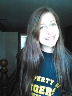 Green eyes, brown haiiir<33.