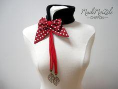 echarpe col polaire collier bijou tissus noeud rouge, blanc, pois, noir ; breloque feuille bronze : Echarpe, foulard, cravate par mademoizele-chiffon