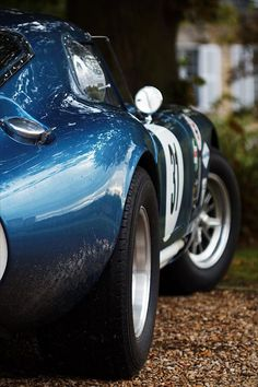 1964 Shelby Daytona Coupe. Beautiful Lines and sexy tail end. #cars #vintage #classic #american #sexy